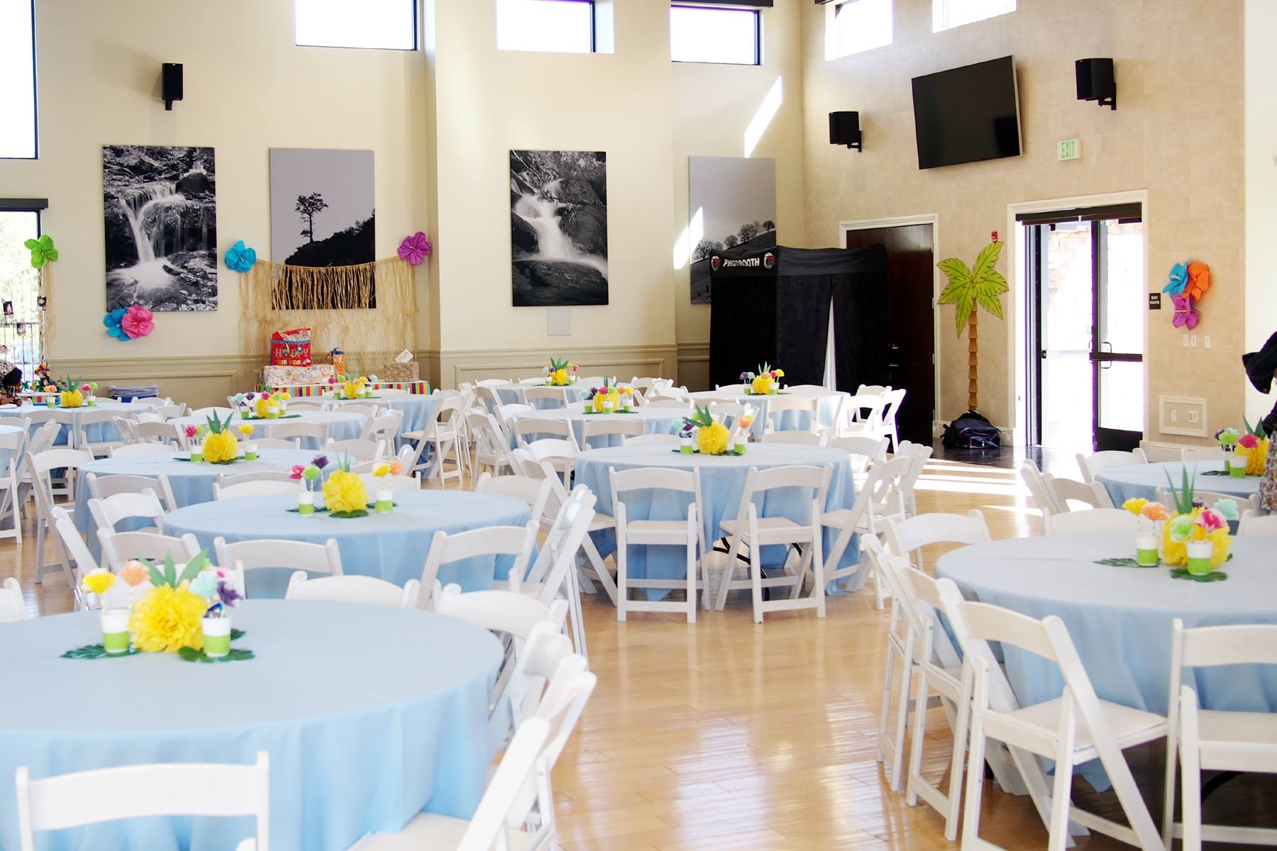 Blue Tablecloths and Tropical Centerpieces